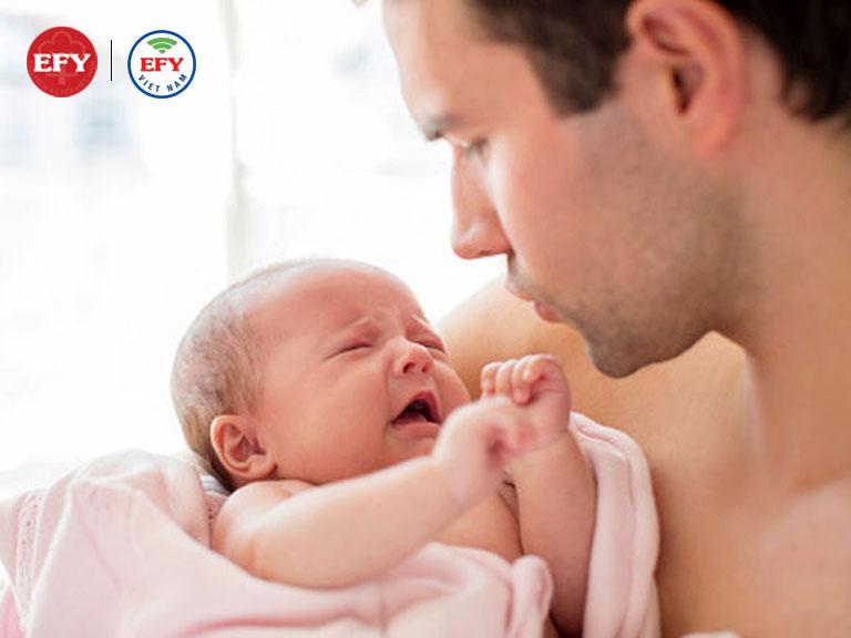 Mẹ chết sau sinh hoặc gặp rủi ro không còn đủ sức khỏe để chăm sóc con dưới 6 tháng tuổi
